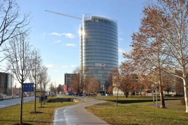 sky-office-1-3-px8635F0DD-EB24-3FE5-4B85-06850A27736B.jpg
